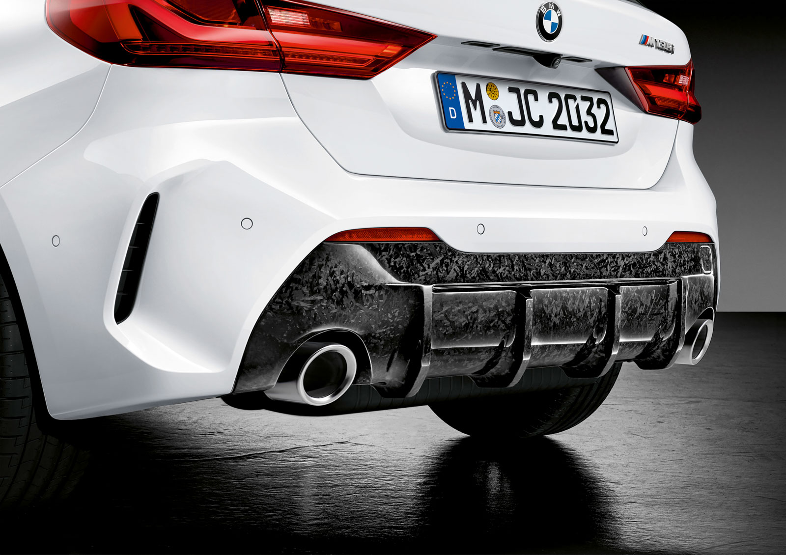 Name:  P90350990_highRes_the-all-new-bmw-1-se.jpg Views: 18512 Size:  304.8 KB