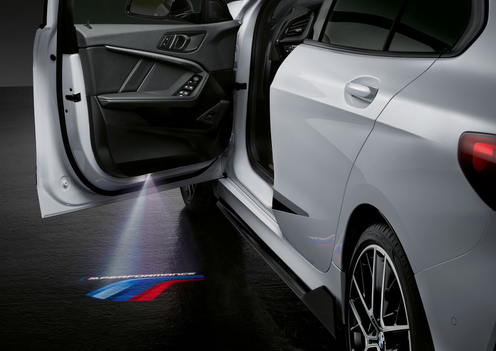 Name:  P90350999_highRes_the-all-new-bmw-1-se.jpg Views: 18275 Size:  233.7 KB